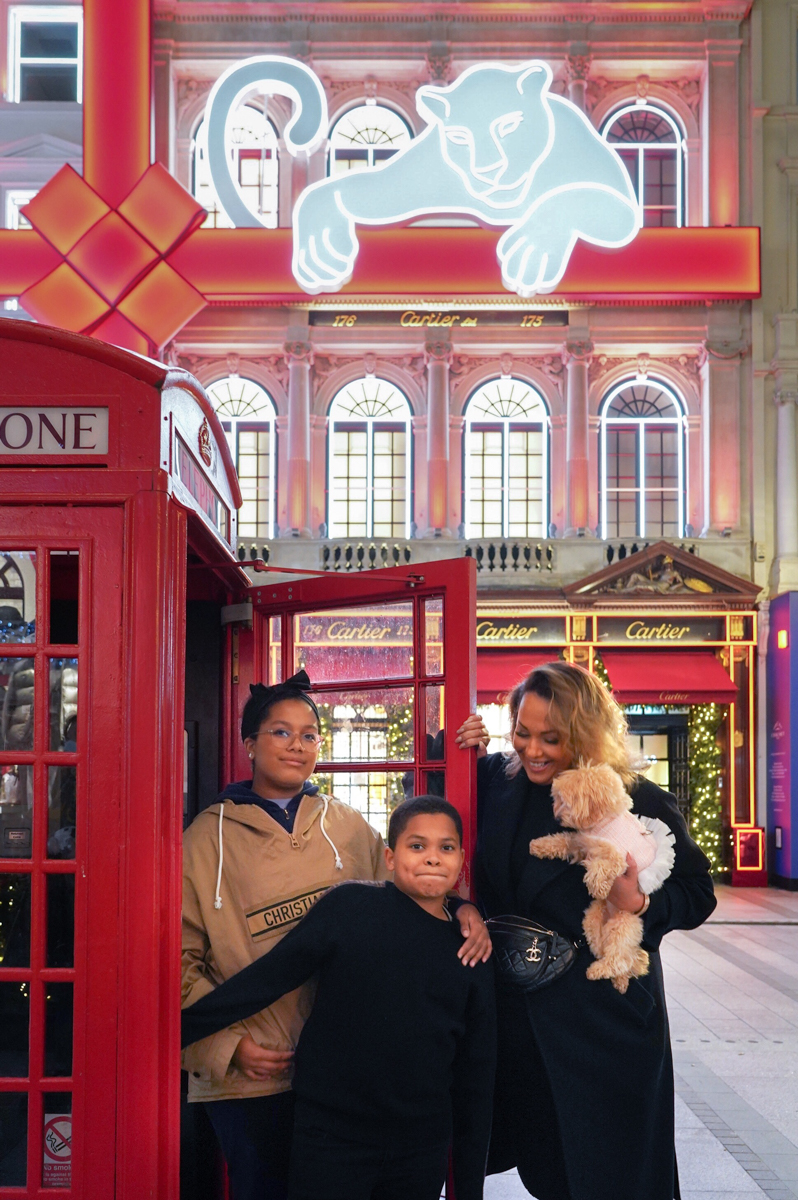 Family photo shooting in London at Christmas time